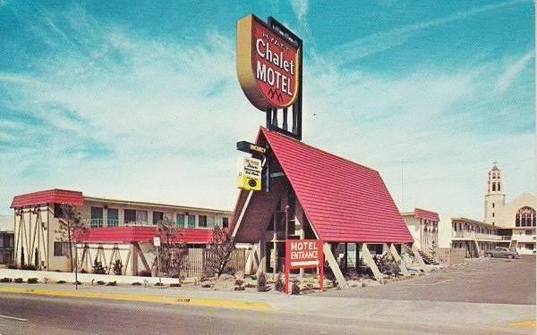 Vintage 1960s postcard of the Hyatt Chalet Motel, Albuquerque NM