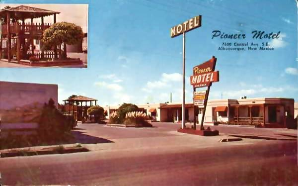 Vintage 1950s postcard of the Pioneer Motel on Route 66 in Albuquerque NM