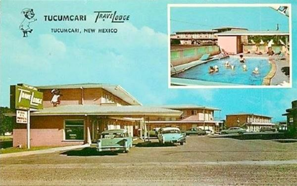 vintage postcard of Tucumcari Travelodge, Tucumcari NM
