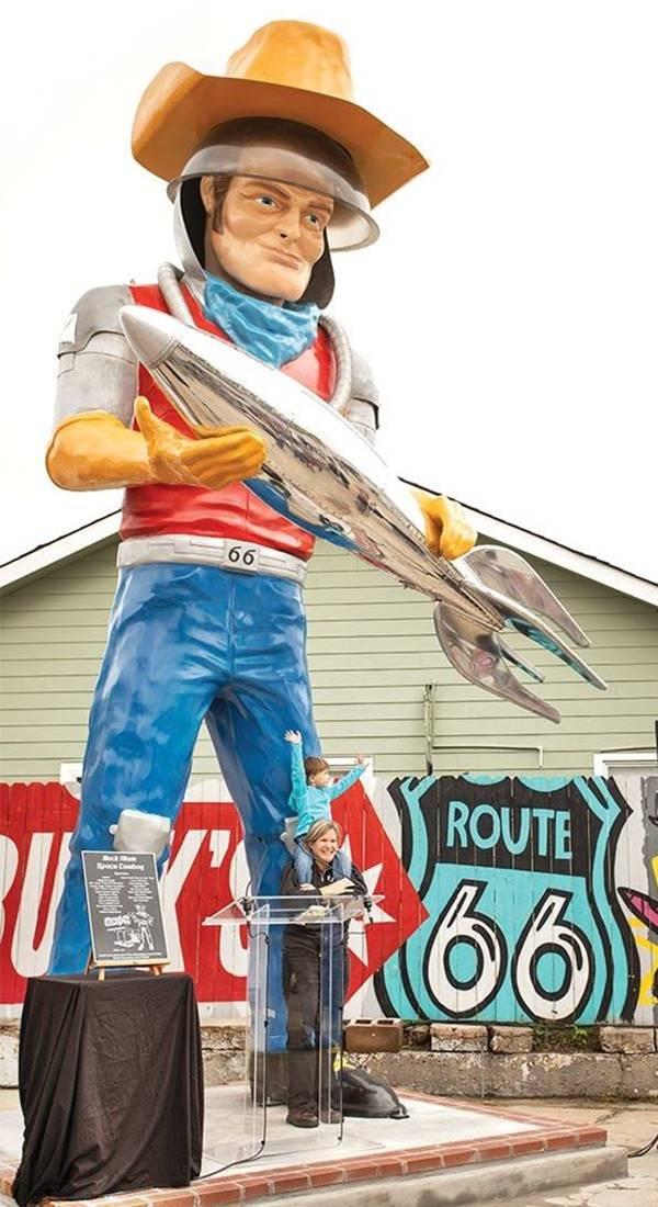 Buck Atom, a modern Muffler Man in Tulsa Oklahoma