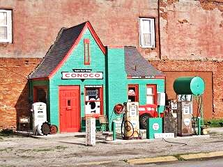 Hole in the Wall Conoco Station, Commerce, Oklahoma