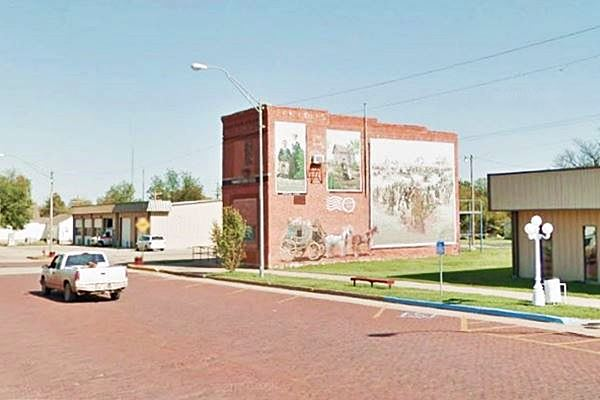 Mural and brick paved Broadway St., Davenport, OK.