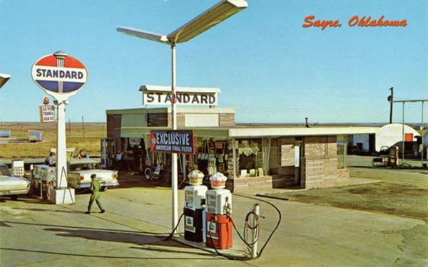 Spence & Russell Standard Station, Sayre OK. Postcard 1960s