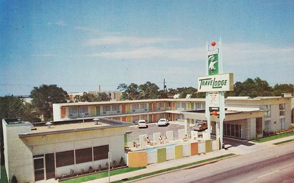 1960s postcard Travelodge motel