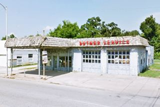 Old service station in Vinita