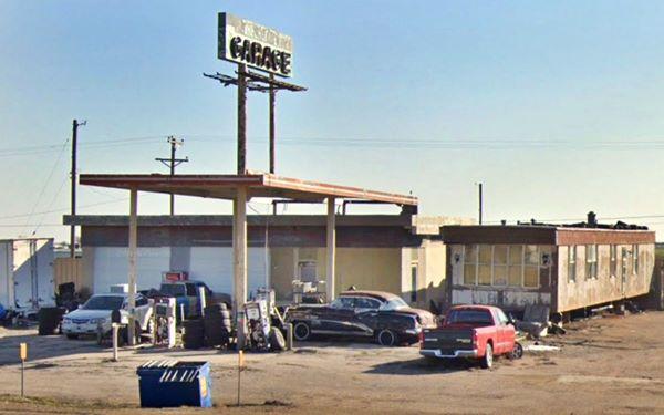 1970s Conoco gas station