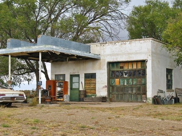 1950 gas station, canopy, pumps, garage and office, on Route 66