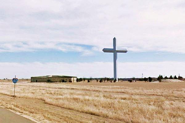 Groom, biggest cross in Texas