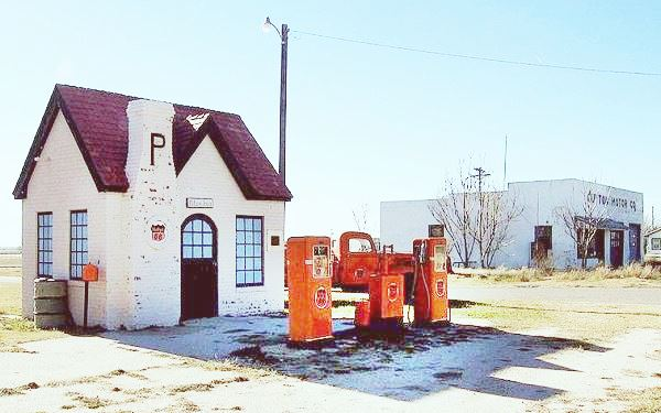 Phillips 66 service station at McLean, TX
